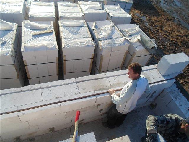 Проверка ровности стен в газобетонном доме