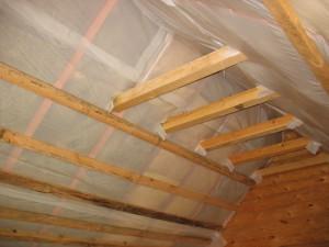 Для того, что бы сделать жилище более комфортным, нужно обязательно утеплить крышу.
