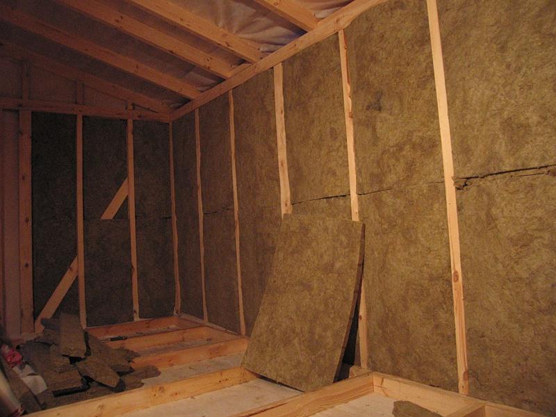 Плиты для утепления крыши. Они могут быть разных размеров, как в рулонах так и в плитах.