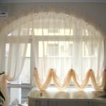 Тюлевые шторы из белой ткани на кухню фото