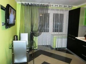 Нитяные шторы на кухне фото