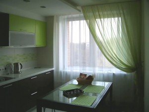 Зеленые шторы на кухню фото