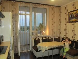 Нитяные шторы на кухне с балконом фото