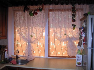 Рулонные шторы с узорами на кухню