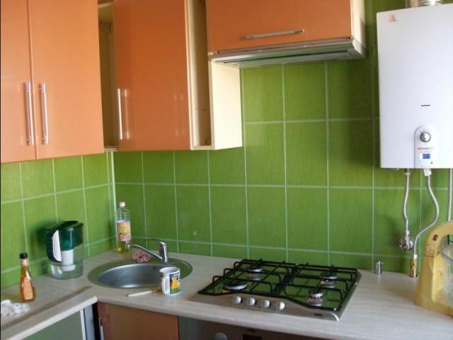 Дизайн кухни 6м в хрущевке с газовой колонкой фото