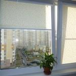 rulonno-kassetnie-zhalyuzi-na-plastikovye-okna-7