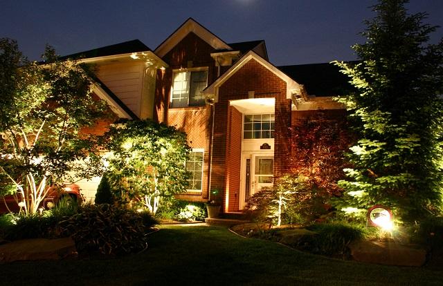 Уличное освещение дома