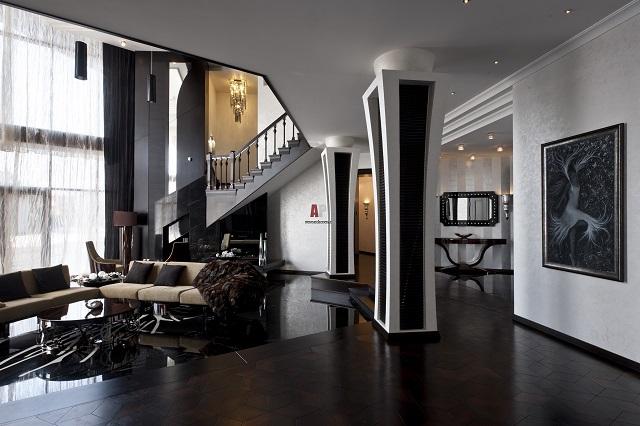 Черный пол в интерьере гостиной