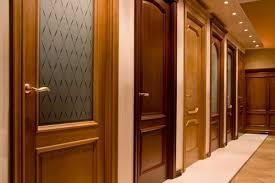 выбирая дверь