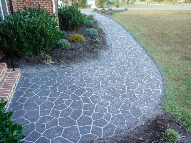 Садовая дорожка из декоративного бетона