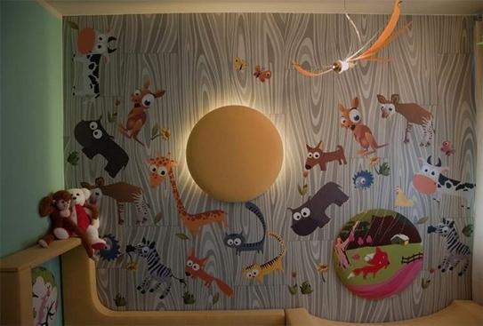 ламинат на стене в детской