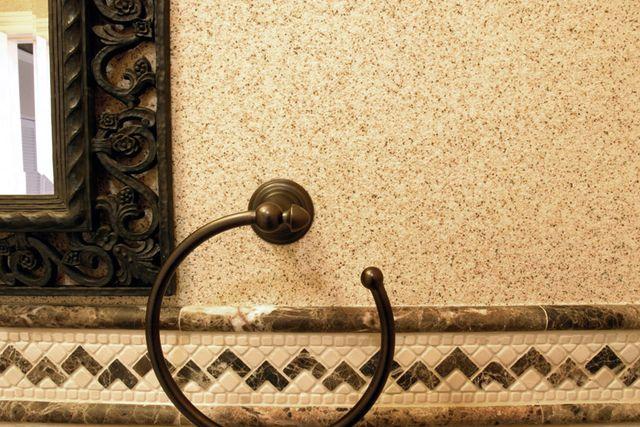 Стена отделка мраморной крошкой