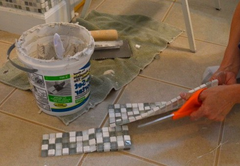 резка мозаики на сетке