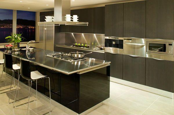 Кухня со столешницей из стали