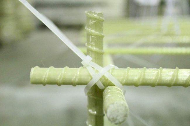 композитная арматура зафиксированная стяжкой