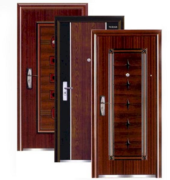 три металлические входные двери
